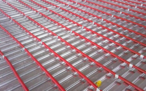 Lewis metal deck and underfloor heating
